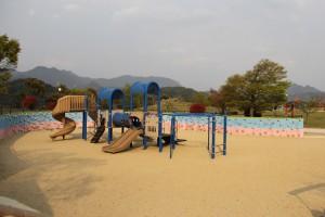 遊びの広場にある遊具施設